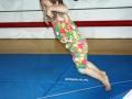 atelier 4-5 ans école de cirque Oreka petite fille qui saute à la corde