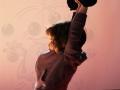 petite fille qui se balance au trapèze atelier cirque Oreka