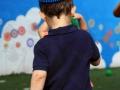petit garçon avec anneau sur la tête, détournement d'objets atelier cirque Oreka