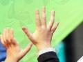 les mains d'un petit magicien ? crêche luma atelier cirque Oreka
